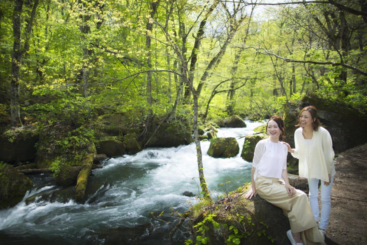 奥入瀬渓流の大自然の中で、苦手な虫と歩み寄るアクティビティ「虫との和解ツアー」開催