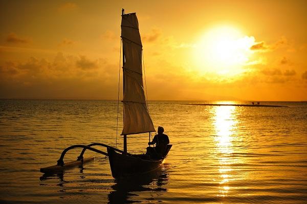 星のや竹富島(沖縄県・竹富島)サンゴ砂の島 夕日ツアー