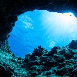 幻想的な沖縄ブルー!沖縄「青の洞窟」でシュノーケリング&ダイビング体験