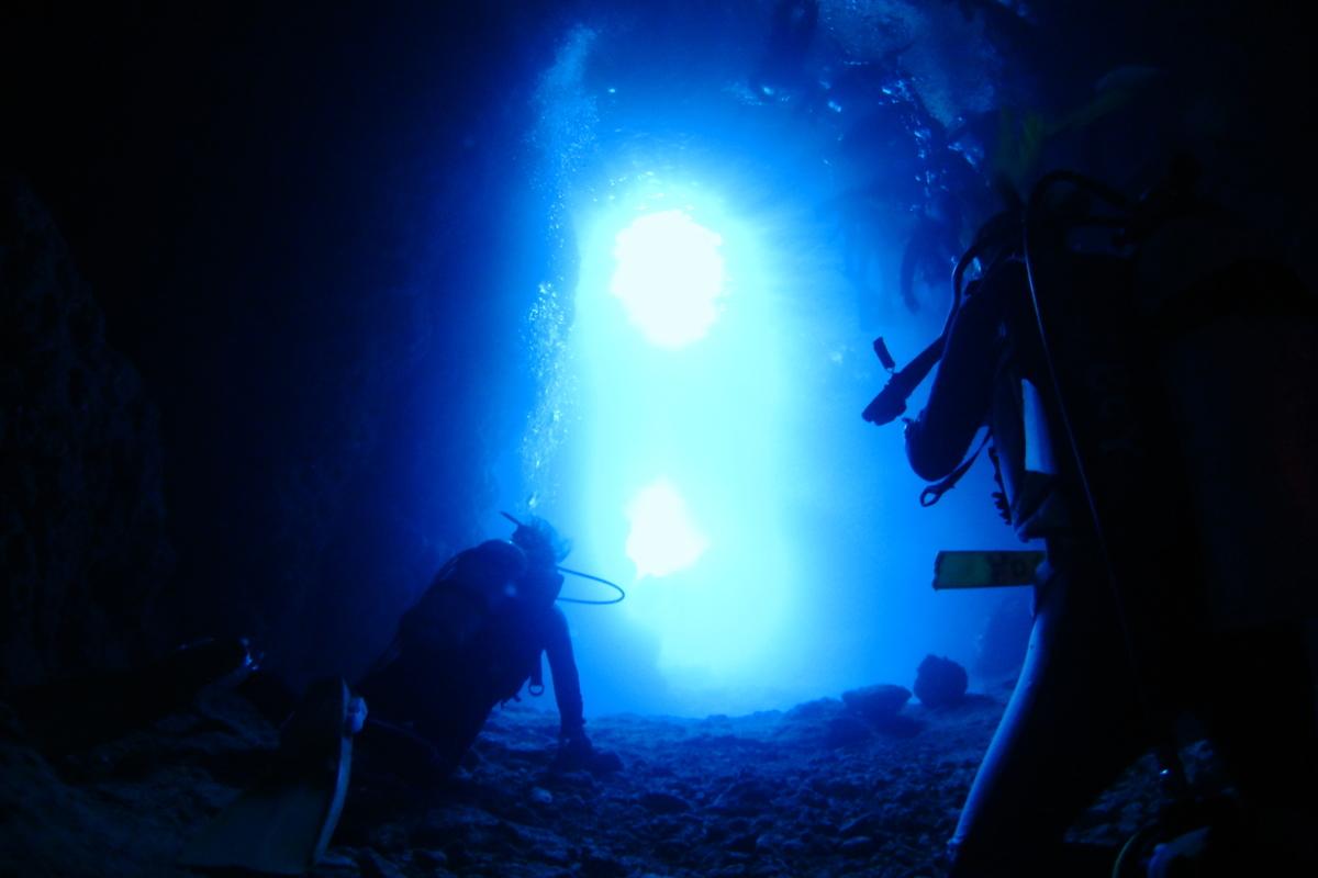 沖縄 真栄田岬 青の洞窟