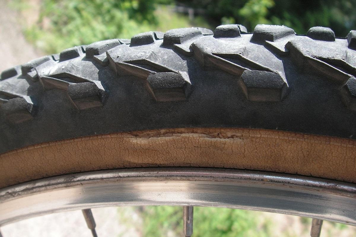 自転車タイヤ劣化 自転車のタイヤ交換