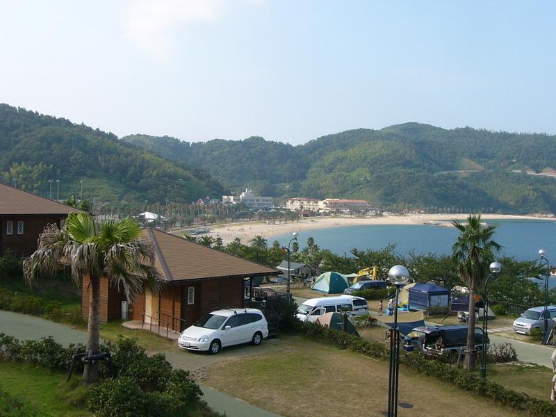 周防大島から南側に抜けた南国リゾート「山口県立片添ヶ浜海浜公園オートキャンプ場」