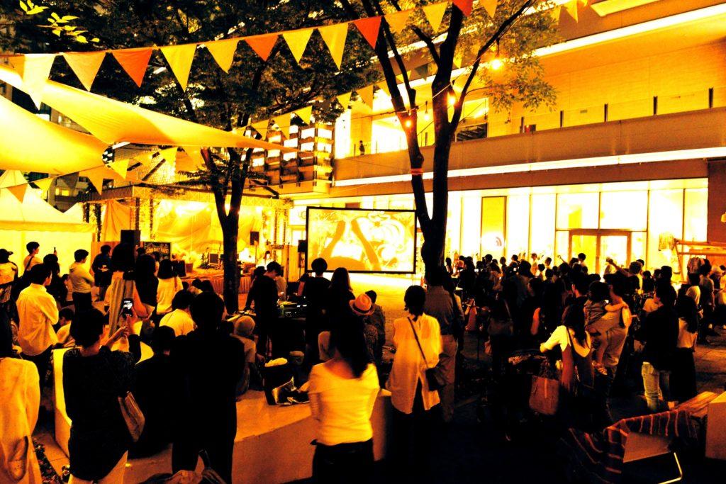持続可能な自然の大切さを伝える本イベント「GOOD DAY PARK!」は、昨年みなとみらいで初開催、約3万人を動員しました。横浜赤レンガ地区野外特設会場にて毎年開催される「GREENROOM FESTIVAL'19」と今年も連動し、「環境」をテーマにした2つのイベントにより、みなとみらいエリアを一層盛り上げると共に環境保護の大切さを伝えていきます。 本イベントでは、グランモール公園に心地いいライブとアート、選りすぐりのワークショップやマーケットが大集合。オーガニックかつアウトドアの温もりのある空気感のなか、心地良いチルアウトな休日をお楽しみいただけます。会場は「ステージ」「マーケットエリア」「フードエリア」「ワークショップエリア」に分かれ、昨年よりも出展店舗が増えパワーアップ。今年から芝生のエリアにアウトドア気分でゆったりとお過ごしいただける「チルアウトエリア」も登場します。 24日(金)には、新たに「GOOD DAY PARK! 2019前夜祭」を実施。アイリッシュミュージックとヒューマンビートボックスのライブを聞きながらオリジナルのクラフトビールを堪能でき、お仕事帰りにも気軽に大人な時間をお過ごしいただけます。 爽やかな新緑を満喫できるこの季節、ぜひご家族や恋人、ご友人と「GOOD DAY PARK! 2019」で心地良い休日をお過ごしください。 ■「GOOD DAY PARK! 2019」概要 名称:GOOD DAY PARK! 2019 開催日程:2019年5月24日(金)~5月26日(日)※24日(金)は前夜祭 開催時間:5月24日(金)前夜祭 17:00~21:00 5月25日(土)・26日(日) 10:00~20:00 開催場所:グランモール公園、MARK IS みなとみらい1F グランドガレリア 入場料:無料 主催:GOOD DAY PARK! 2019 実行委員会