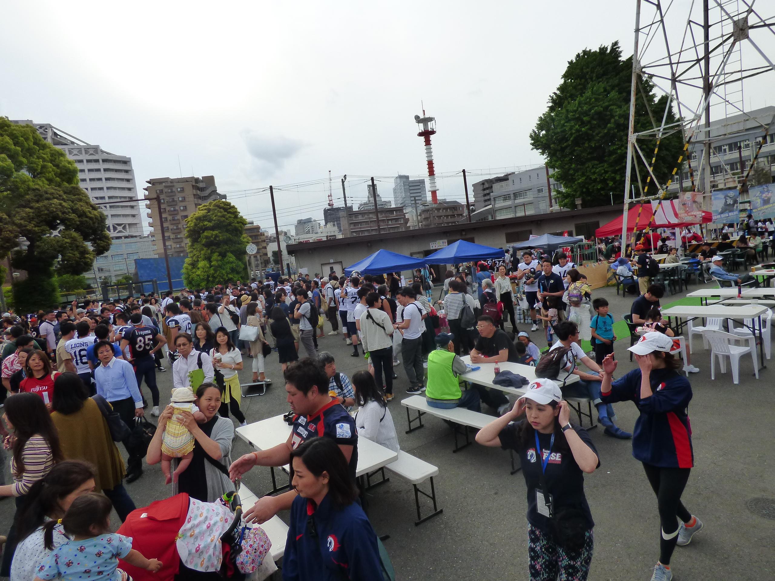士通スタジアム川崎でハワイアンキャンプ!