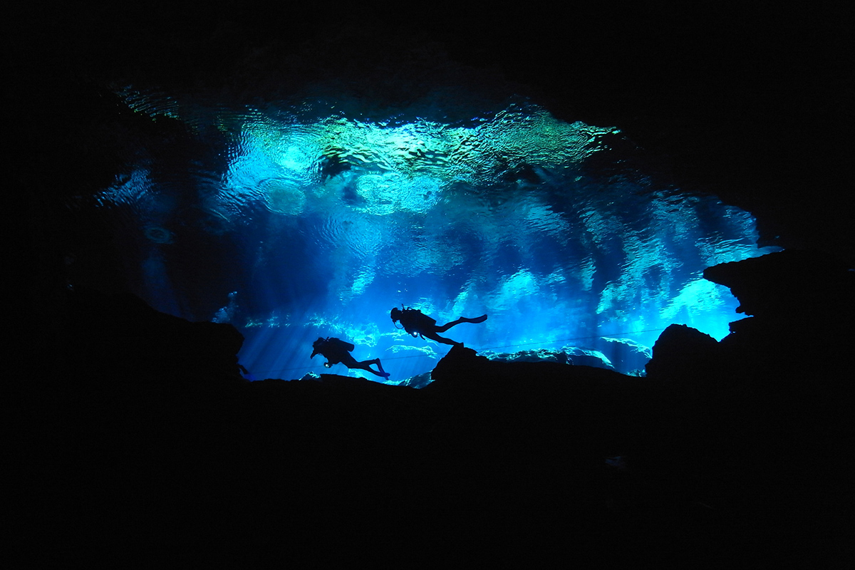 ケイブダイビング 水中洞窟