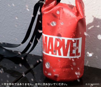 MARVEL ロゴデザインの防水バッグ