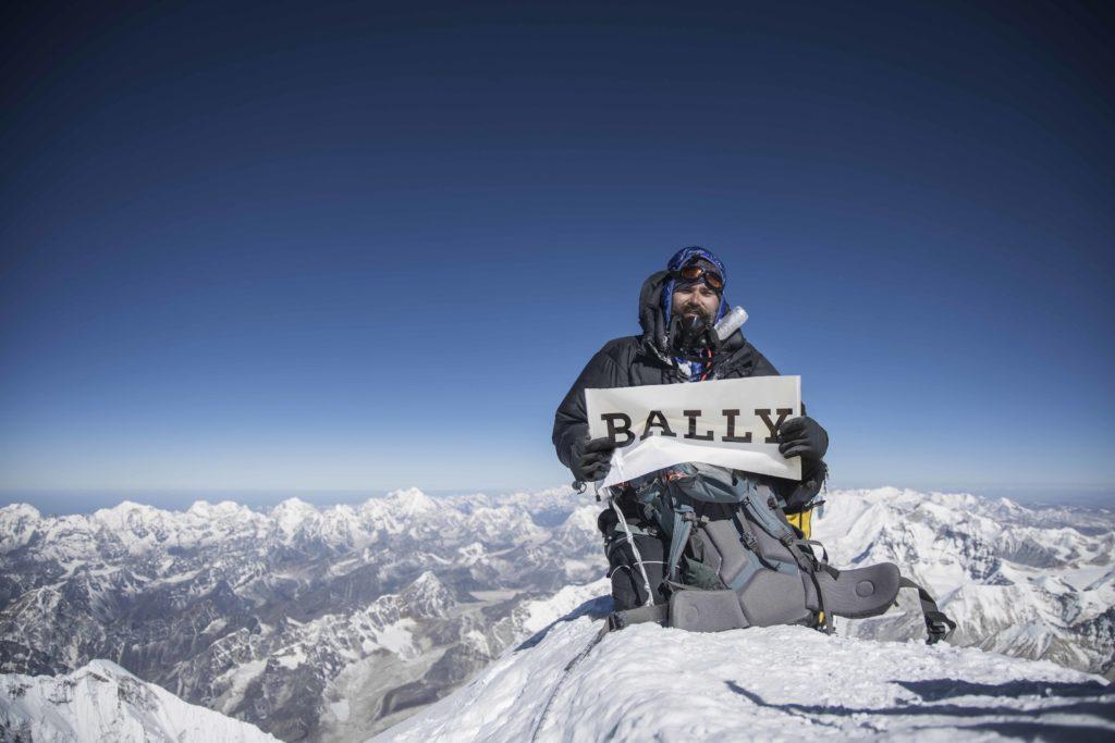 【PEAK OUTLOOKプロジェクト】スイスラグジュアリーブランド バリーがエベレストの環境保全を目指した廃棄物回収活動をスタート