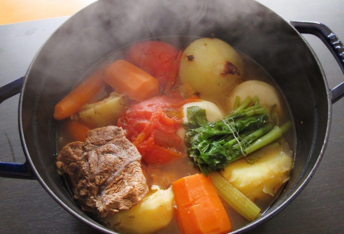 キャンプ料理 ダッチオーブン
