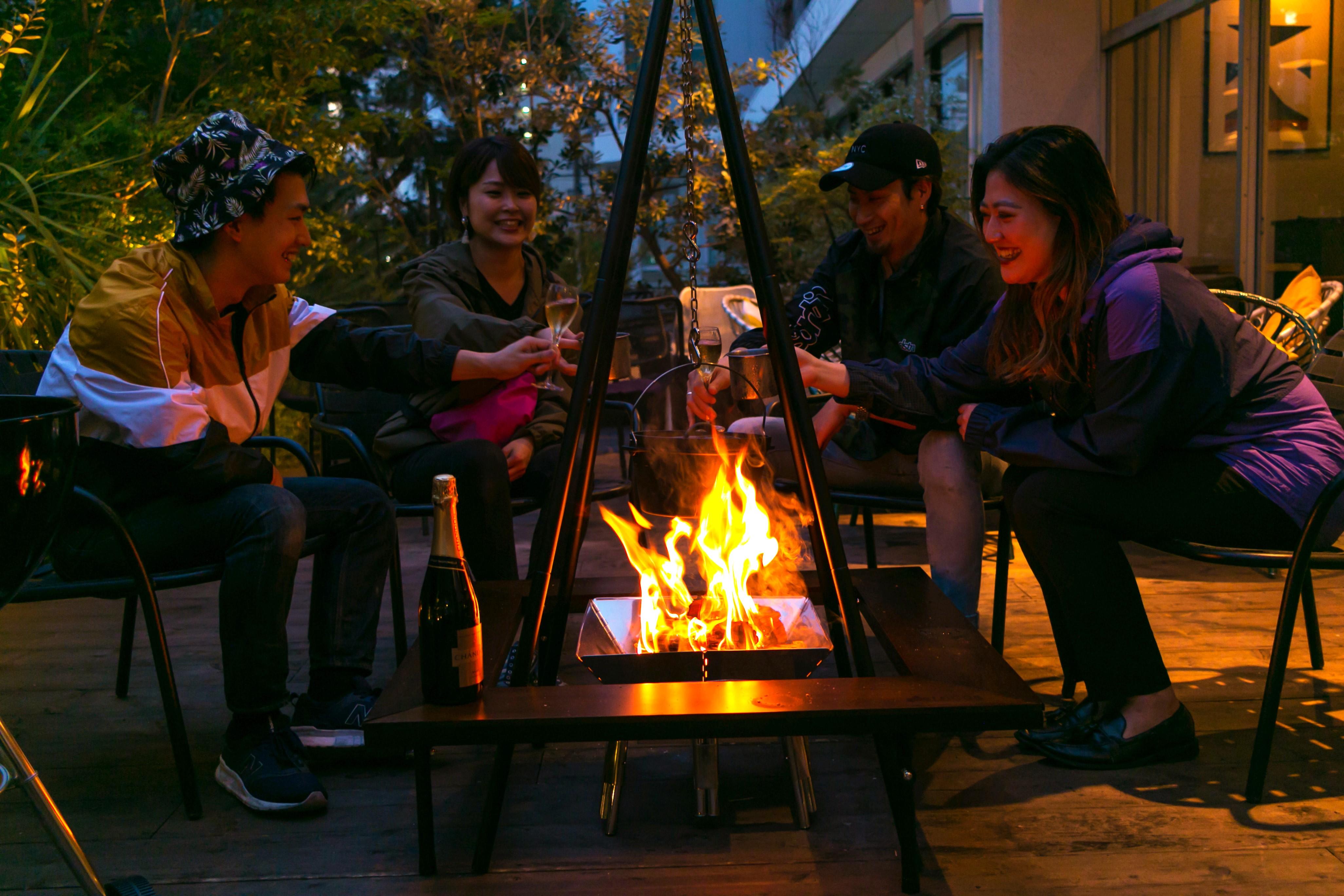1日2組限定!秋の夜長は焚火を囲んでグラマラスなBBQを。博多駅から徒歩8分でグランピング気分を味わう「GARB LEAVES」