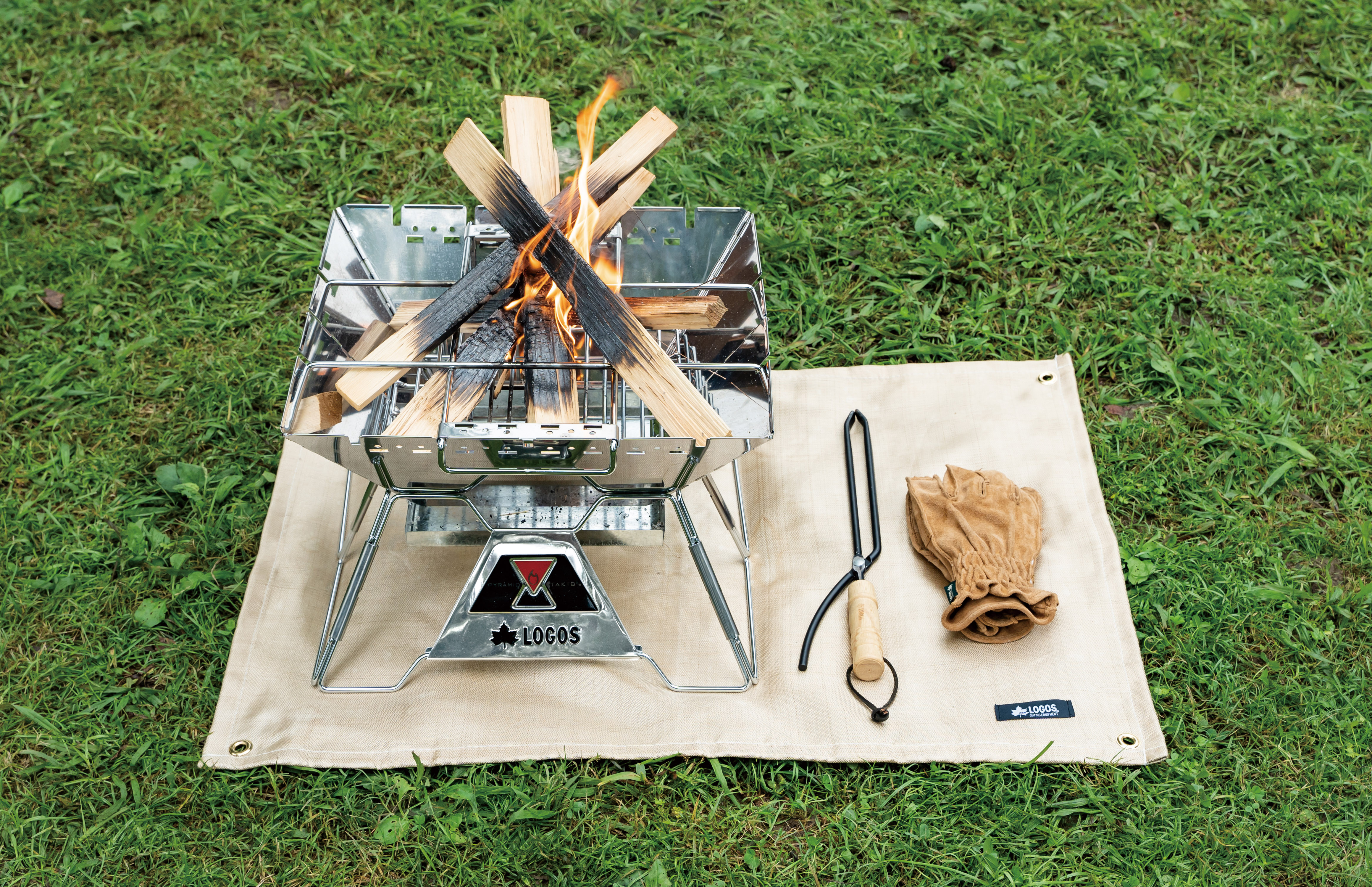 LOGOS、灰や火の粉から芝生を守る耐熱温度500℃の耐火シート「たき火台シート」新発売