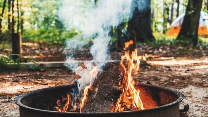 焚き火スタイルを極めたい!スタイリッシュな薪スタンドをご紹介