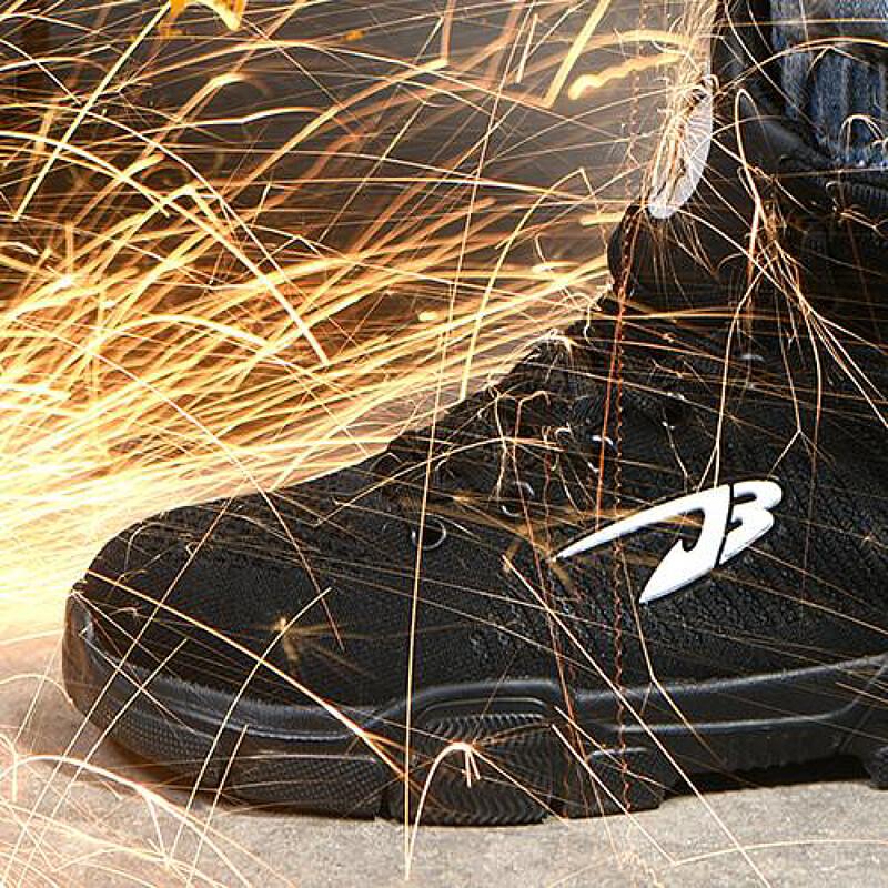 INDESTRUCTIBLE J3(ミリタリーグレードの耐久性を持つアウトドア用ブーツ)