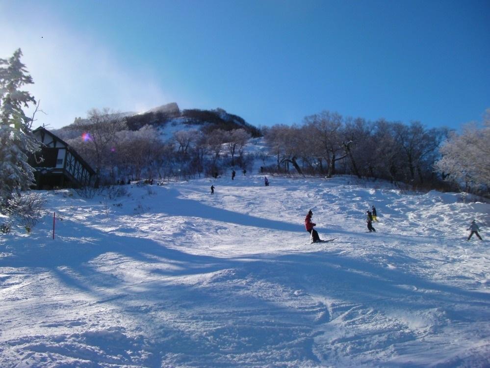 大雪山黒岳スキー場 11月中オープン