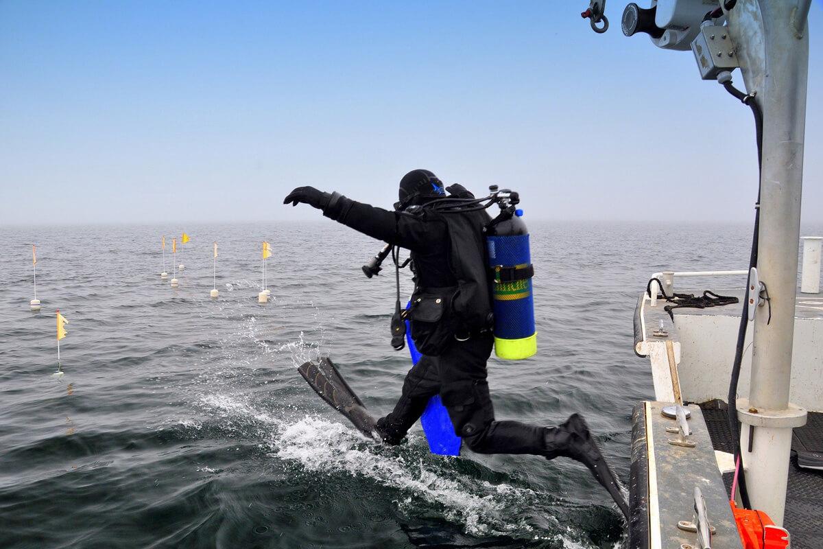 ダイビング用ドライスーツ