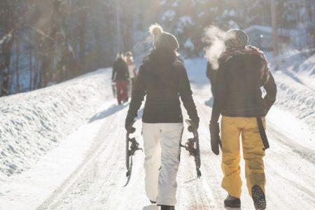 大人ならではの着こなしを!40代レディースのスキーウェアのおすすめをご紹介