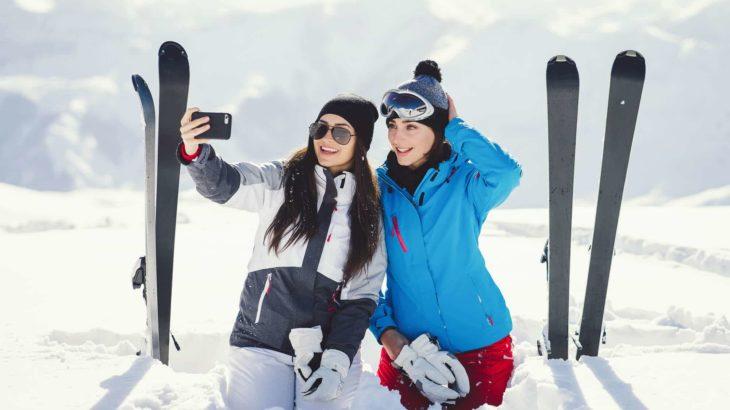 人気のレディーススキーウェアが知りたい!ブランドの特徴とおすすめ