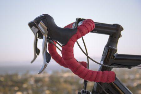 ロードバイクのハンドルに必須のバーテープ、素材と厚さの特徴を教えます!