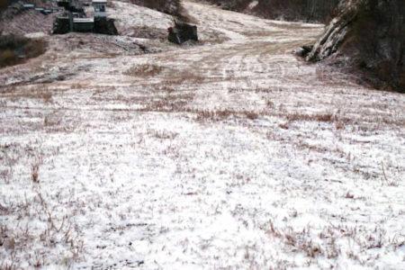 グランスノー奥伊吹「初冠雪!標高1000m以上のゲレンデが「雪粧!