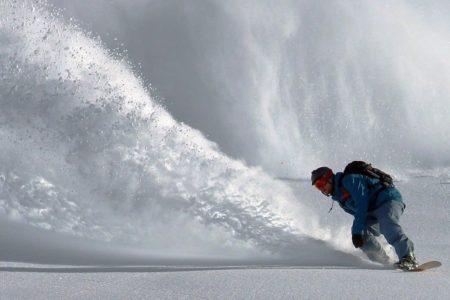 スノーボードでカービングを成功させるための自宅トレーニング法を紹介