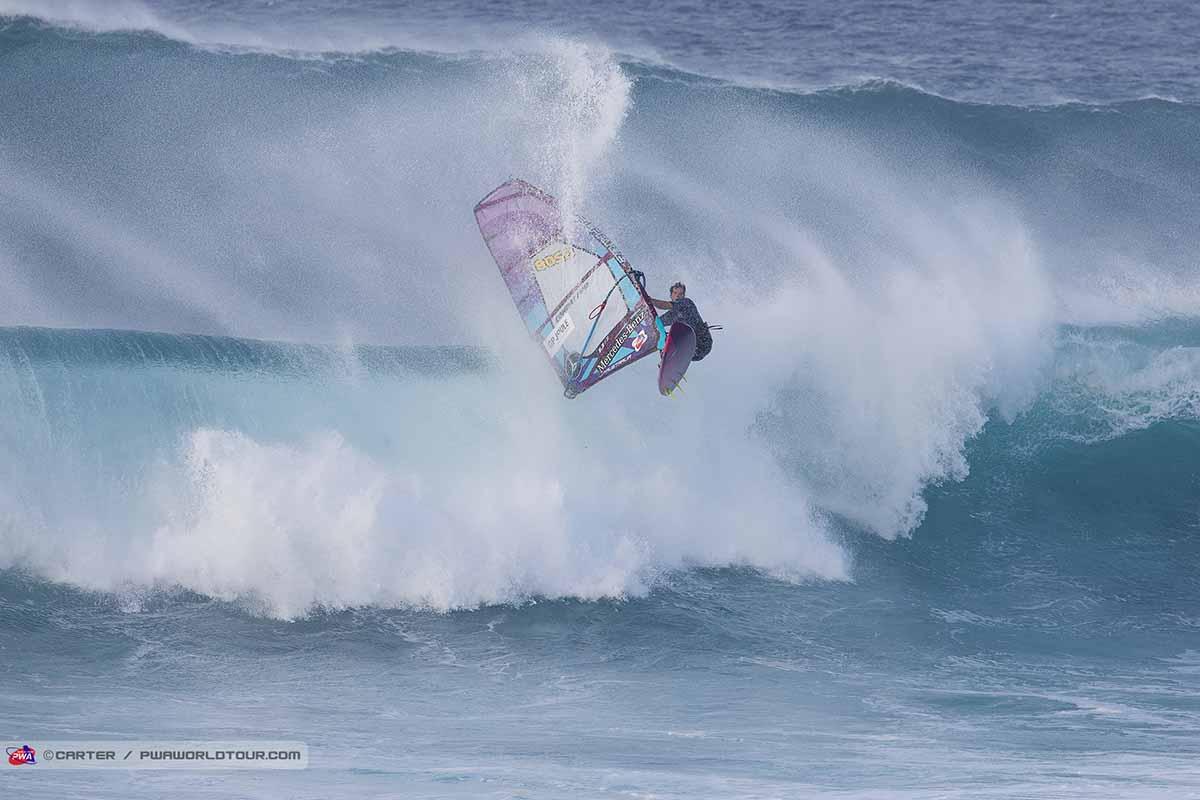 ウィンドサーフィンのウェイブパフォーマンス