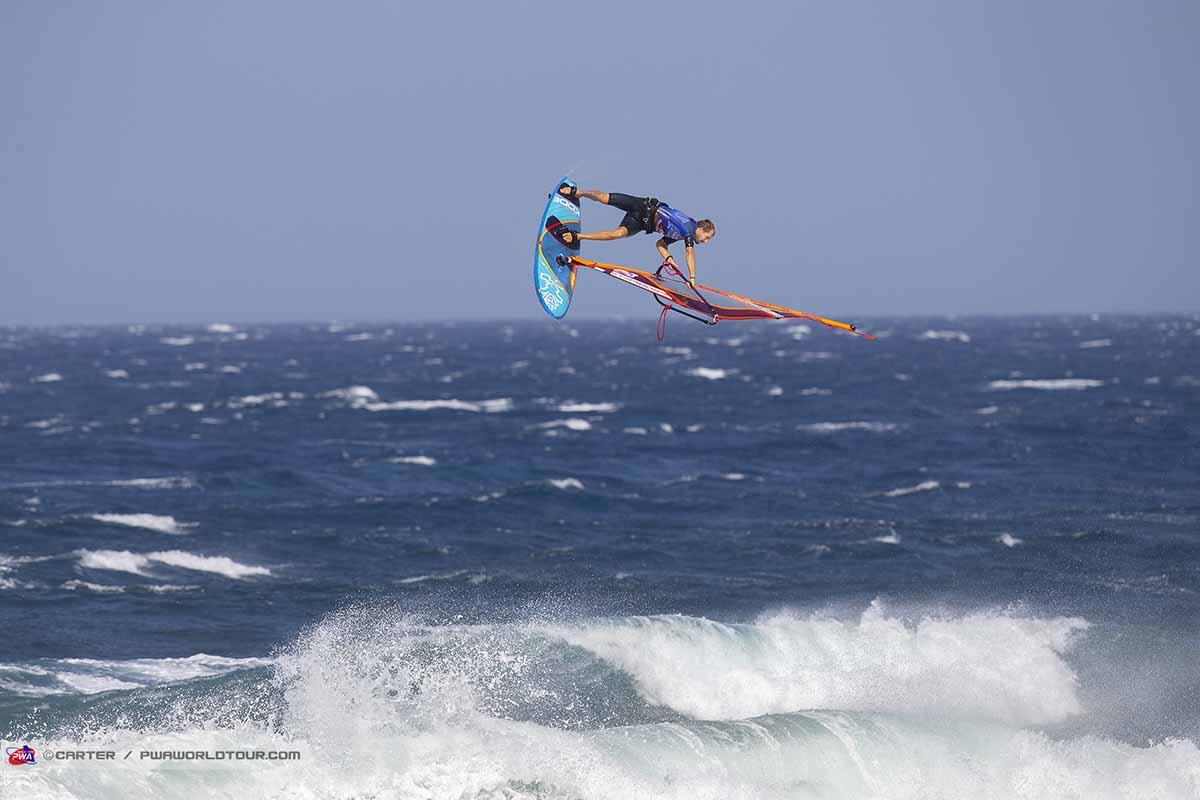 ウィンドサーフィン ウェイブジャンピング