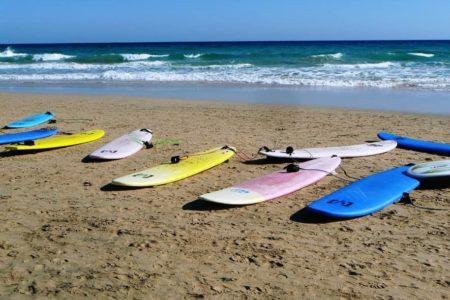 サーフィン初心者が知っておくべきこととは?マナーやルールを知る