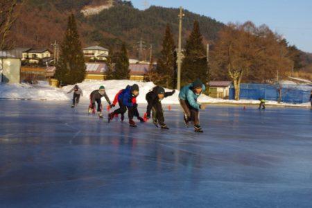 長野県茅野市の小学校で青空スケートリンク【見慣れた校庭が一変!青空スケートリンク体験】