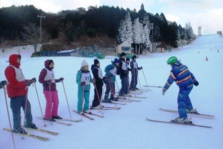 六甲山スノーパーク、スキー&スノーボードスクール 12/21(土)から開講【ウィンターシーズン到来!六甲山で気軽にゲレンデデビュー!】