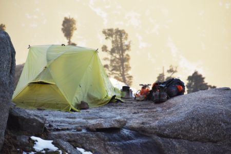 この冬に冬キャンプデビュー!初心者が持っていくべき必需品【装備&道具】