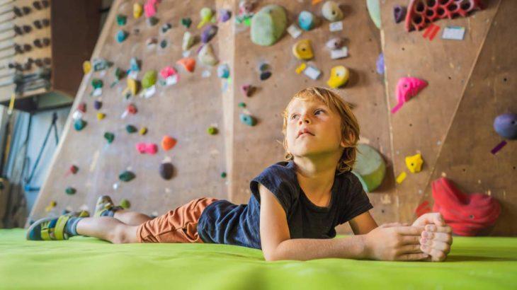 キッズもボルダリング!子どもに4つの力が身につくおすすめの習い事
