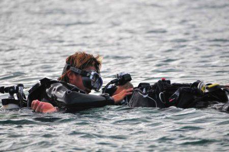 ダイビング中のトラブル対処法!安全に潜るためのケース別テクニック
