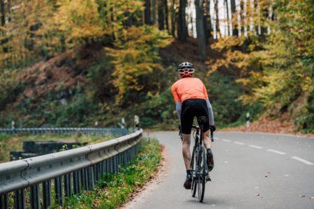 坂道をダンシングで走りきろう!ロードバイクのダンシングのやり方とコツ