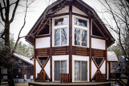 日本アルプスの絶景とパウダースノーを堪能する「世界屈指のスノーリゾート 白馬のログハウス 3選」バケーションレンタルをご紹介