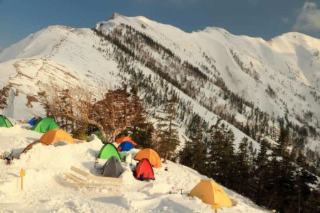 雪山でテント泊するにはどうしたら?おすすめのテントと注意点まとめ