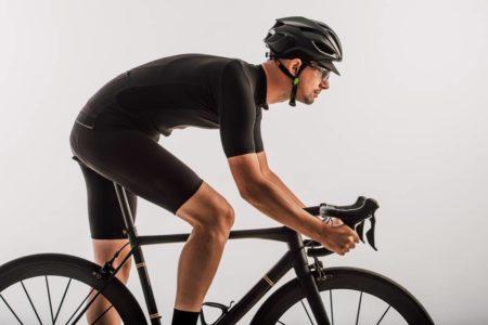 早急に対処を!初心者が陥りがちなロードバイクでの膝痛の原因と対処法