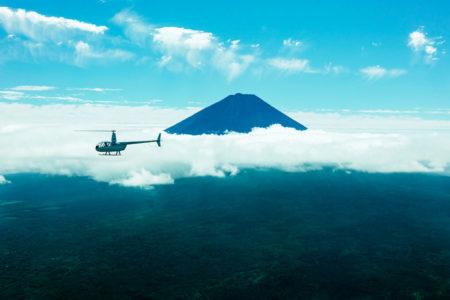 星のや富士でカヌー体験・トレッキングも含まれた「ディスカバー樹海ツアー」開催
