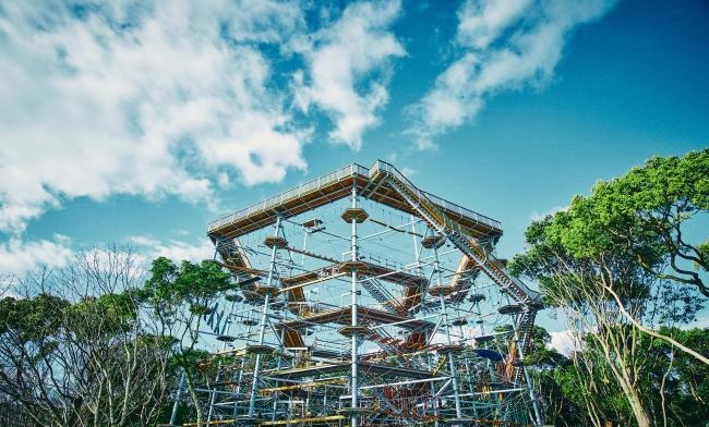 世界最大アスレチックタワー「万博BEAST」誕生【春休みは万博記念公園で120種類のアスレチックで遊び尽くす】