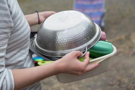 キャンプの食器洗いが面倒!!そんなときはマルチ洗い桶を便利に使いこなそう!