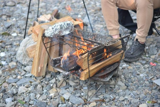 多次元型焚火台RAPCA(ラプカ)の一般発売開始【焚き火台本体・専用のごとく2本・収納袋がセット】