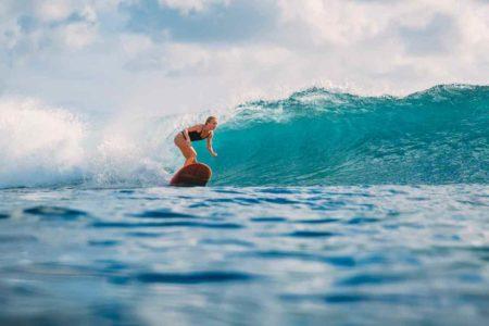 サーフィン映画15選!おうち時間でサーフィン映画を楽しみませんか