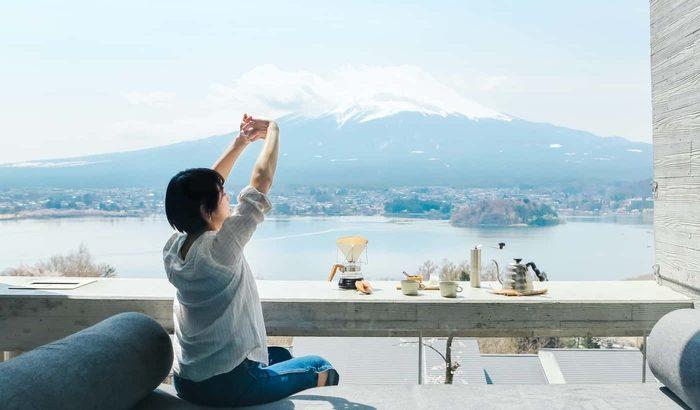 星のや富士のグランピングリゾートでキャンプの醍醐味を味わう「富士山を眺め、森でリフレッシュするグランピングステイ」