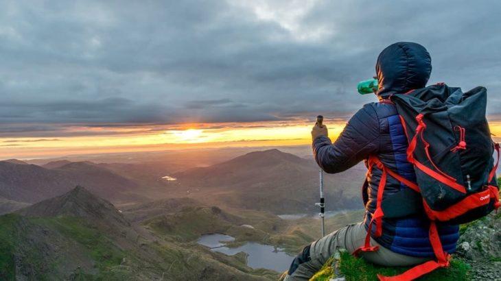 なぜ登山で飲酒を避けるべき?登山での飲酒が与える身体への影響とマナー問題