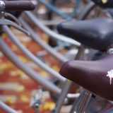 究極の自転車盗難防止アイテム「鳥のうんちシールのサドルカバー」が登場