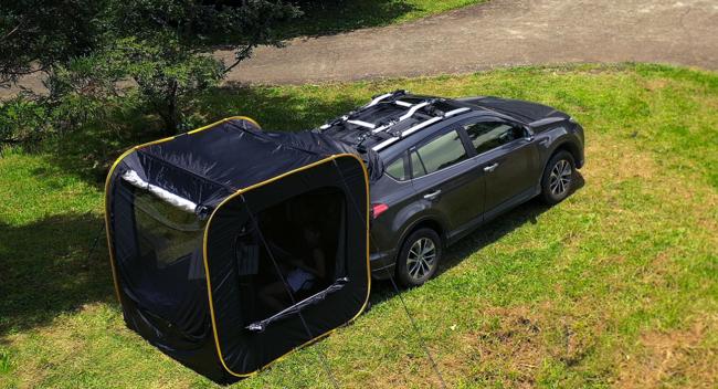 車と連結できるテント「CARSULE」