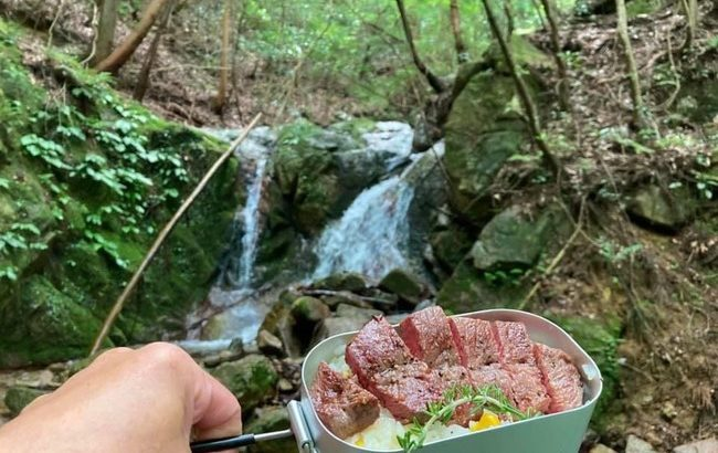 キャンプ料理を格段に楽しめる!HIKENTUREの山ごはん3点セット「メスティン+専用のバットアミ+固形燃料ストーブ」