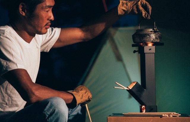 ソロキャンパー用ポータブルロケットストーブ「てんぐの小太鼓」で炎と音で感じる癒し