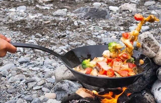 鍛造フライパン「cocinero」でいつものキャンプ飯をさらに美味しく!