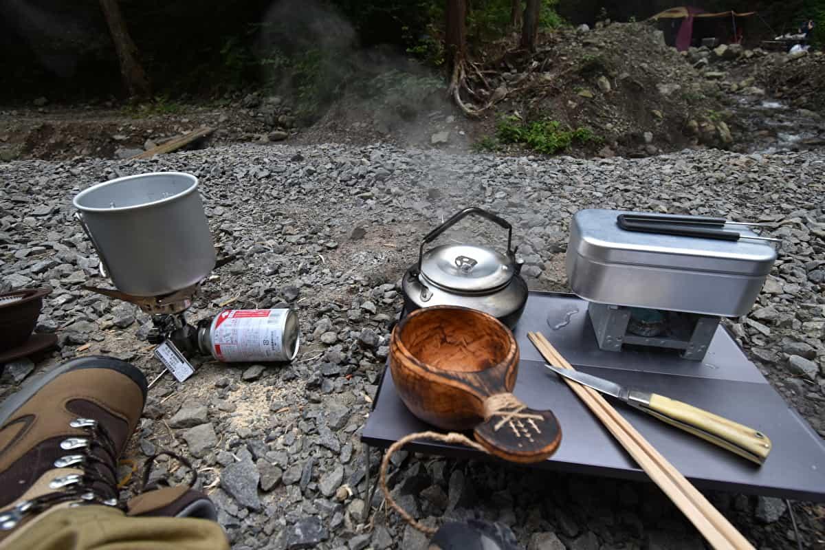 ソロキャンプ テーブル
