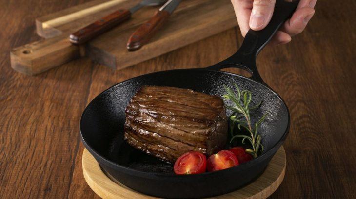 「焼く・煮る・炒める」を極めたスキレット「ダクタイルパン18」はキャンプでも家でも大活躍で男飯のお供に!