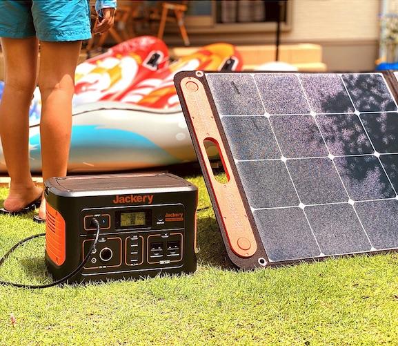 Jackeryのポータブル電源とソーラーパネル